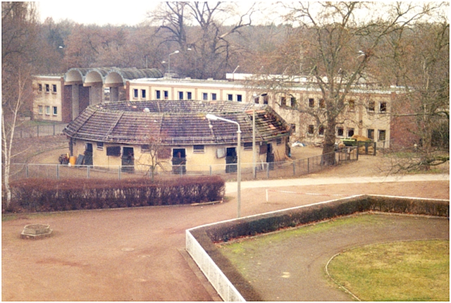 Rundstall_Eingang_Büro_1987_Quelle_Denkmalbroschuere_II.jpg
